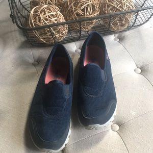 Women's blue size 7 skechers shoes